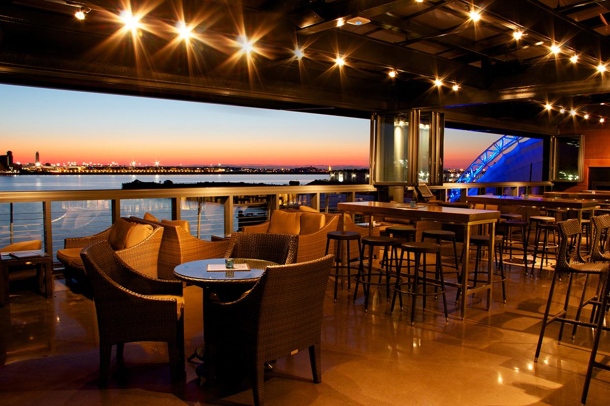 Legal-Harborside-outdoor-dining-patio-deck-al-fresco-Photo-by-Chip-Nestor