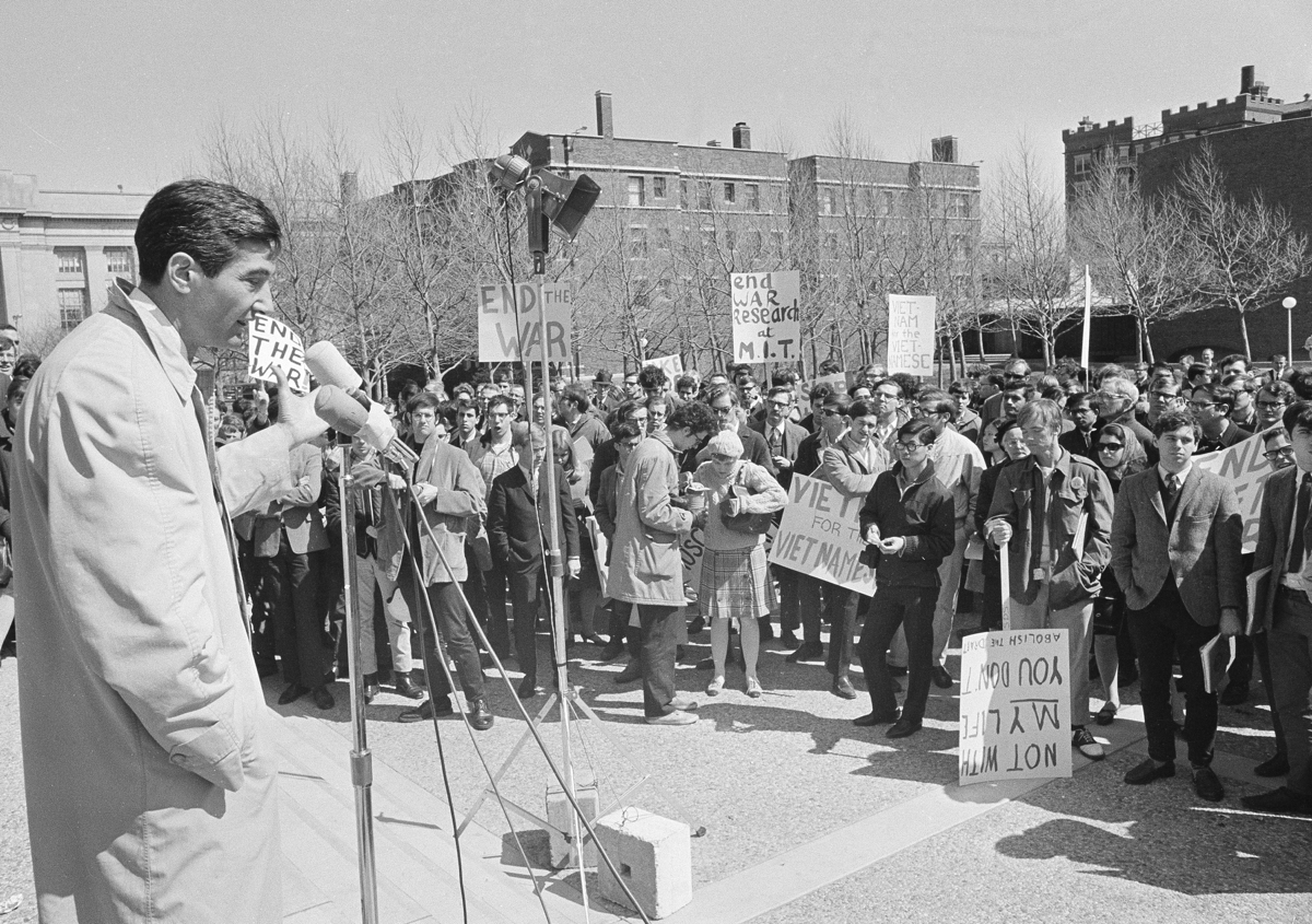 Zinn protesting the Vietnam War at MIT, 1967. Photo via AP