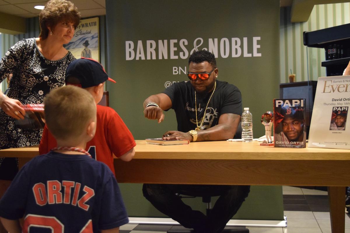David Ortiz fist bumps a young fan