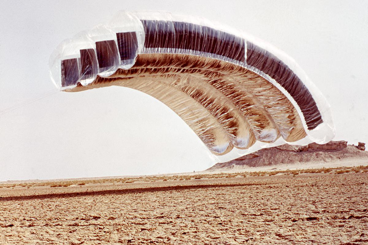 Graham Stevens. Desert Cloud. 1972-2004. / Photo courtesy of Graham Stevens and William McLean
