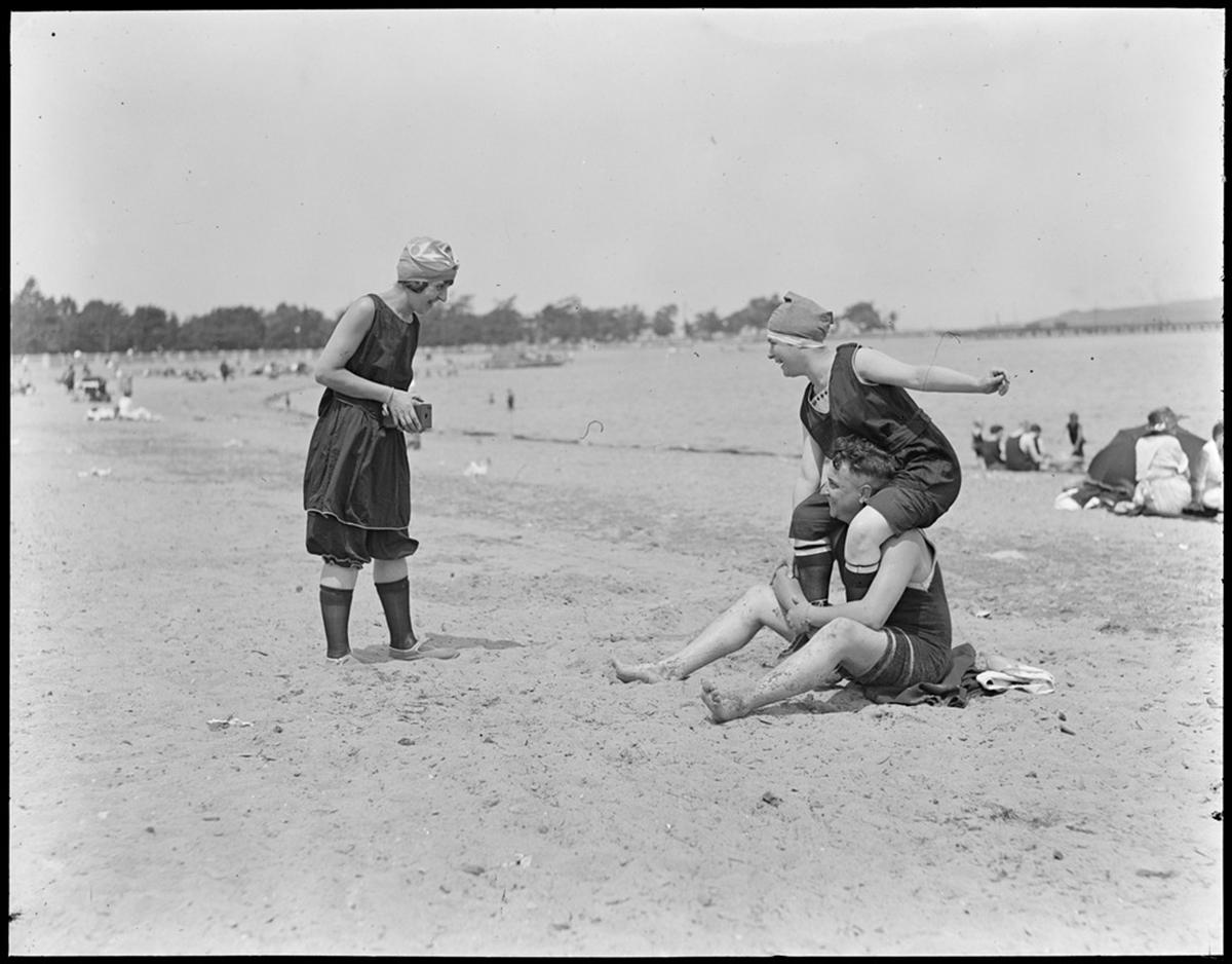 c1b94686ab12 Throwback Thursday: 10 Vintage Photos of Bostonians at the Beach