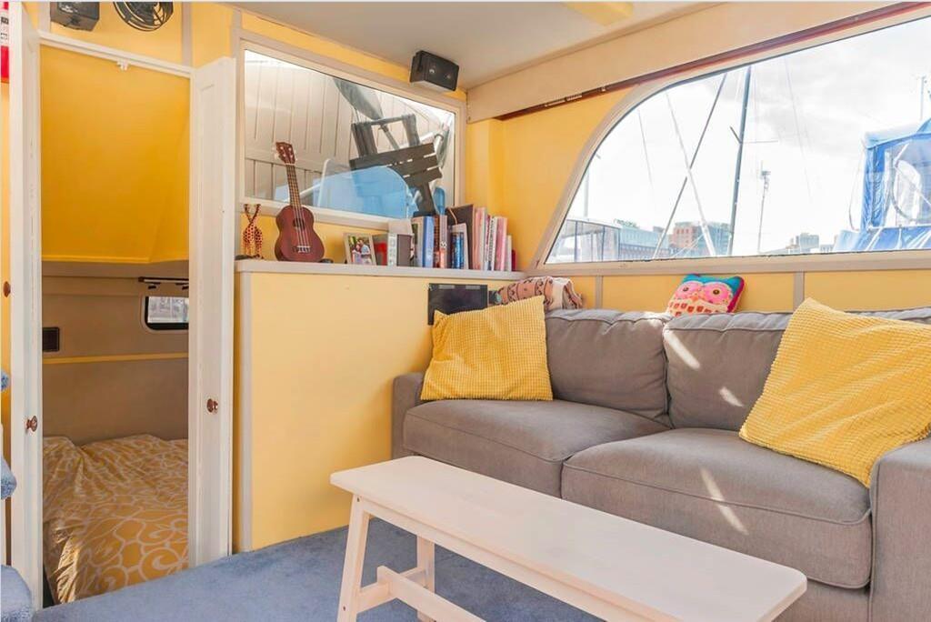 houseboat boston