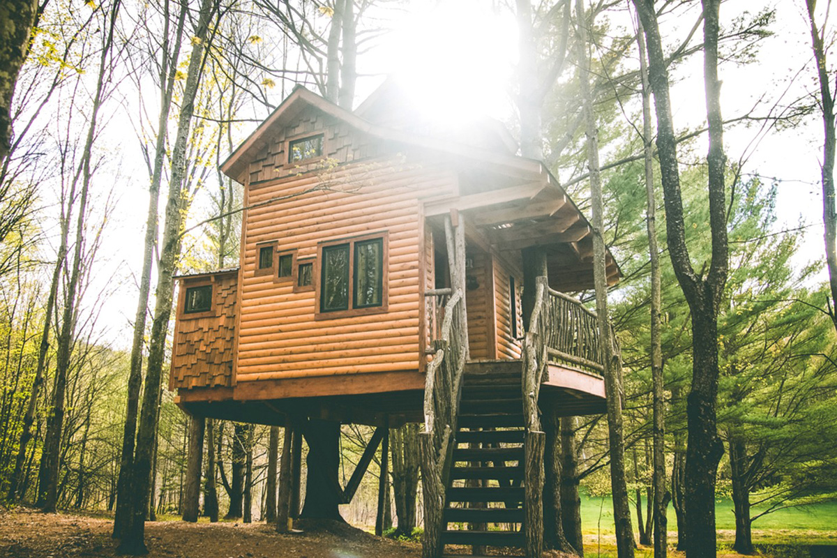Stupendous Three Tree Houses You Can Rent In New England Home Interior And Landscaping Oversignezvosmurscom