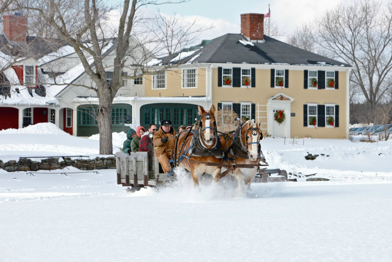 Plan the Perfect Winter Weekend: 5 Tips for Family-Friendly Holiday Fun