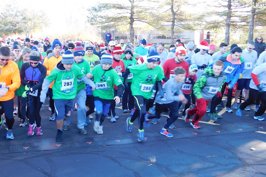 Runners in green and red shirts