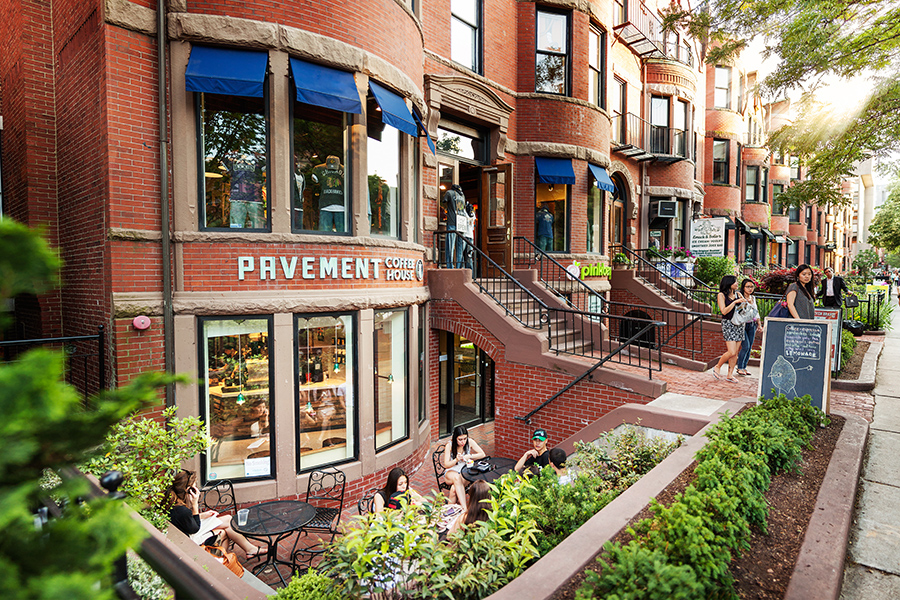 Pavement's Newbury Street cafe in the summertime