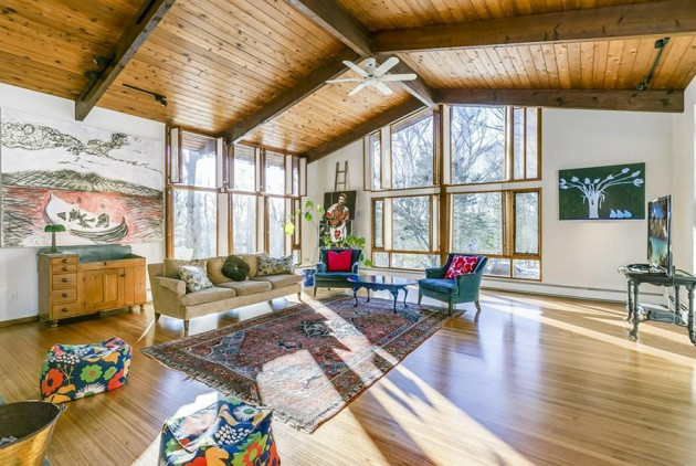 This '60s Deck House in Lincoln Is Awash in Light