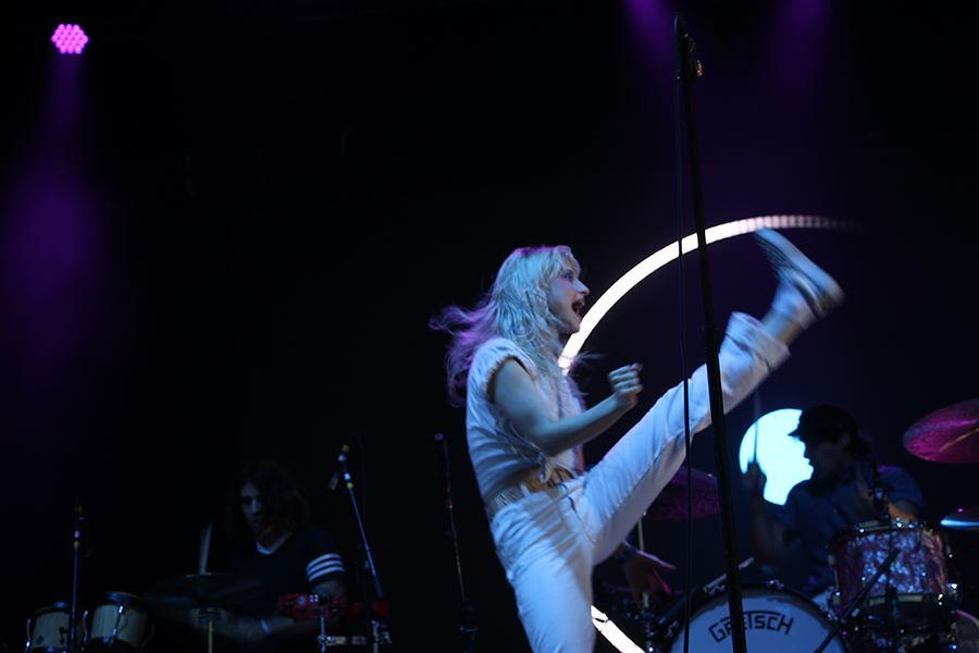 Hayley from Paramore kicks on the stage