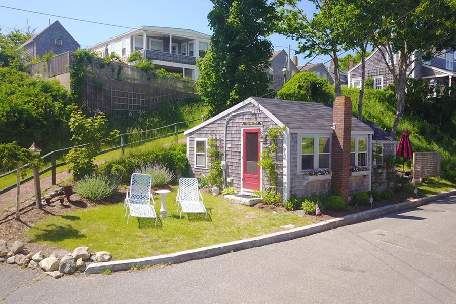 On the Market: A Costly Cottage on Nantucket Nantuckett Cottage Small House Plans on