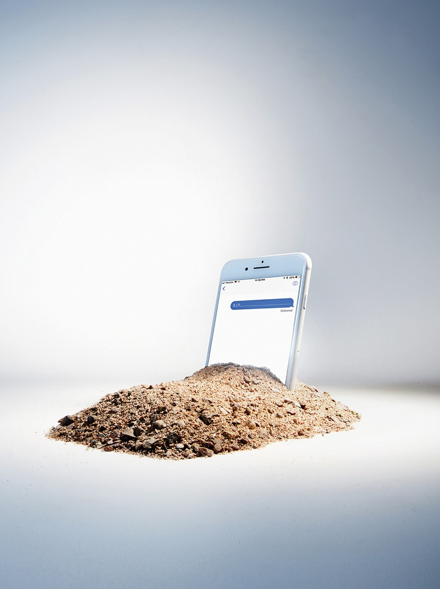 When Loved Ones Die What Do We Do With Their Text Messages