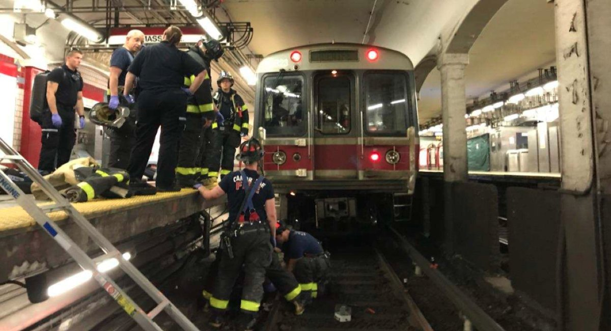 Commuter Stuck Between Red Line Train and Platform Has Been Rescued