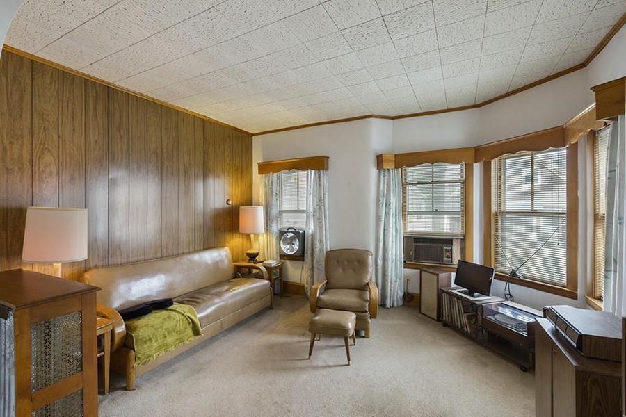 Photo Via Leading Edge Real Estate