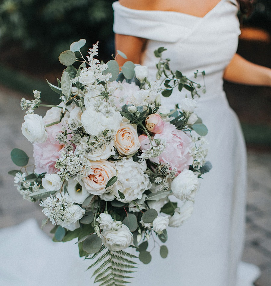 bridal bouquet at Rosecliff wedding