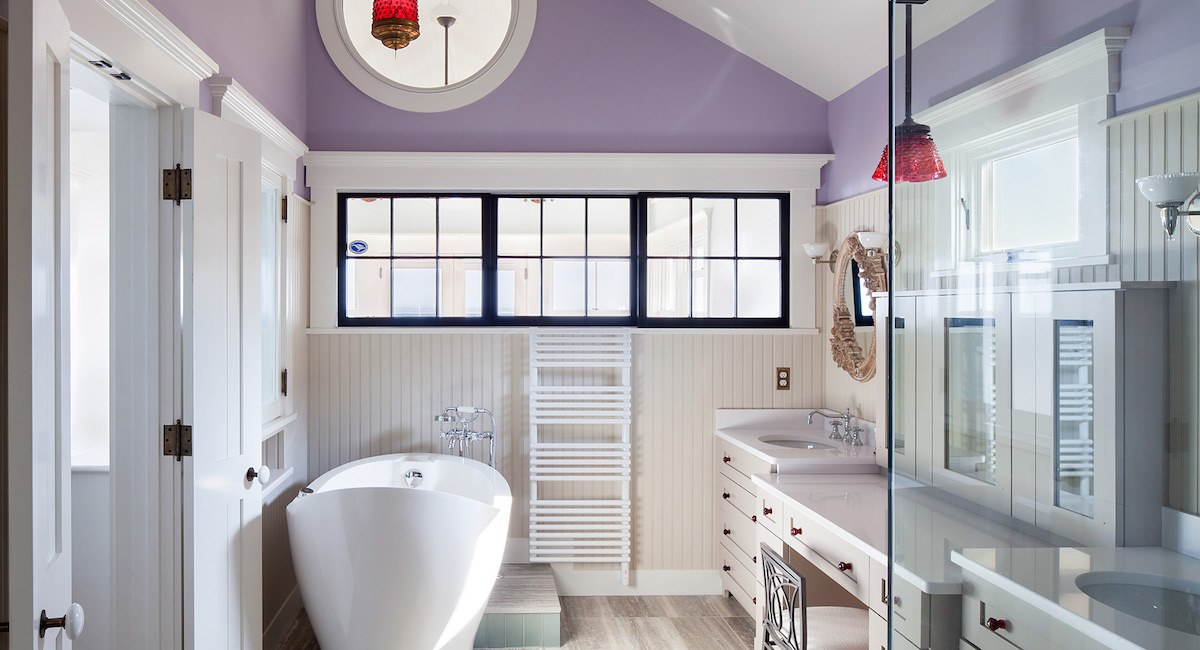 Stupendous This Revamped Provincetown Bathroom Features A Heated Tub Interior Design Ideas Inesswwsoteloinfo