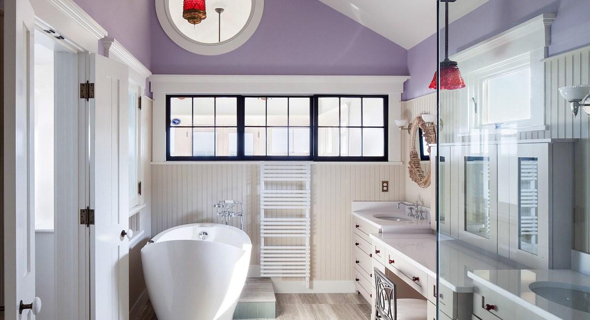 Strange This Revamped Provincetown Bathroom Features A Heated Tub Interior Design Ideas Oteneahmetsinanyavuzinfo