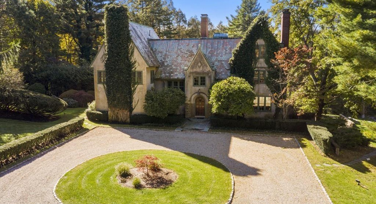 On the Market: A 1912 Mansion in Milton