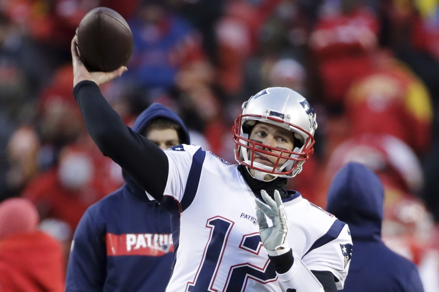 Man who shined laser pointer at Tom Brady says he won't apologize