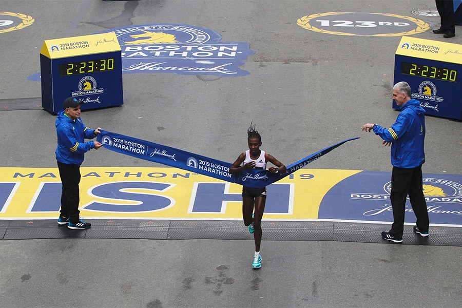 worknesh degefa boston marathon 2019 winner