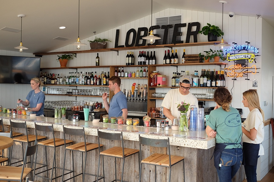 The upstairs bar at Luke's Lobster Portland Pier