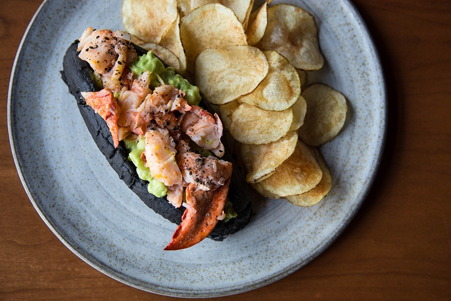 Pagu lobster roll