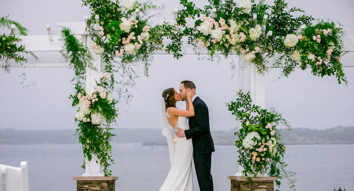21 Amazing Wedding Arch Altar And Backdrop Ideas For Your Ceremony