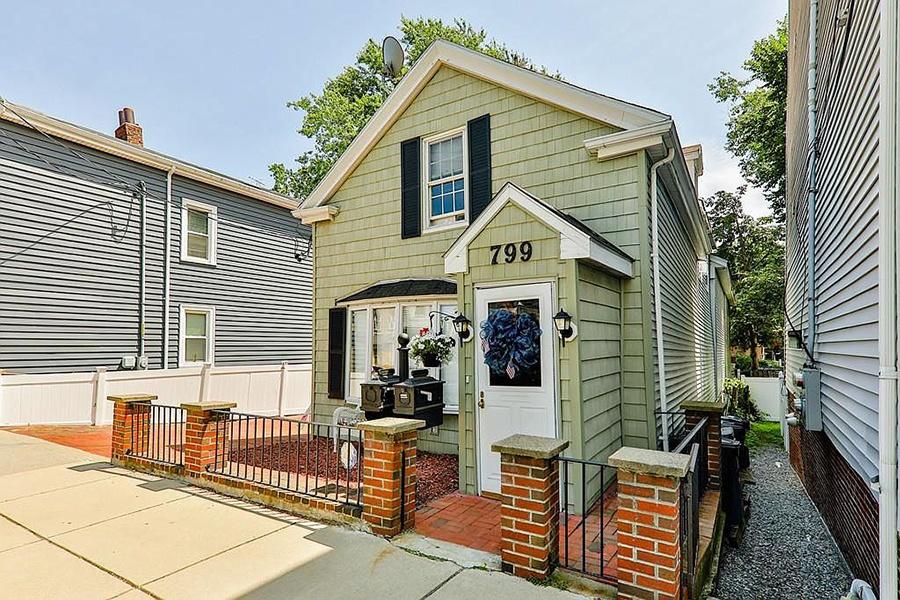 "Former Whiter Bulger ""the haunt"" house in South Boston"