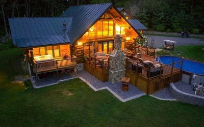 A log cabin in Princeton, MA
