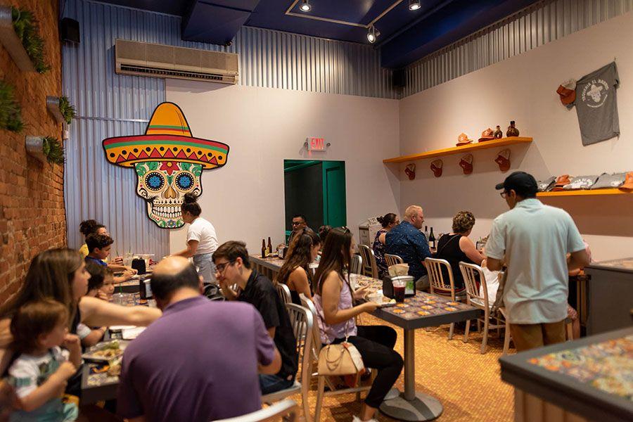 Taqueria el Barrio full dining room