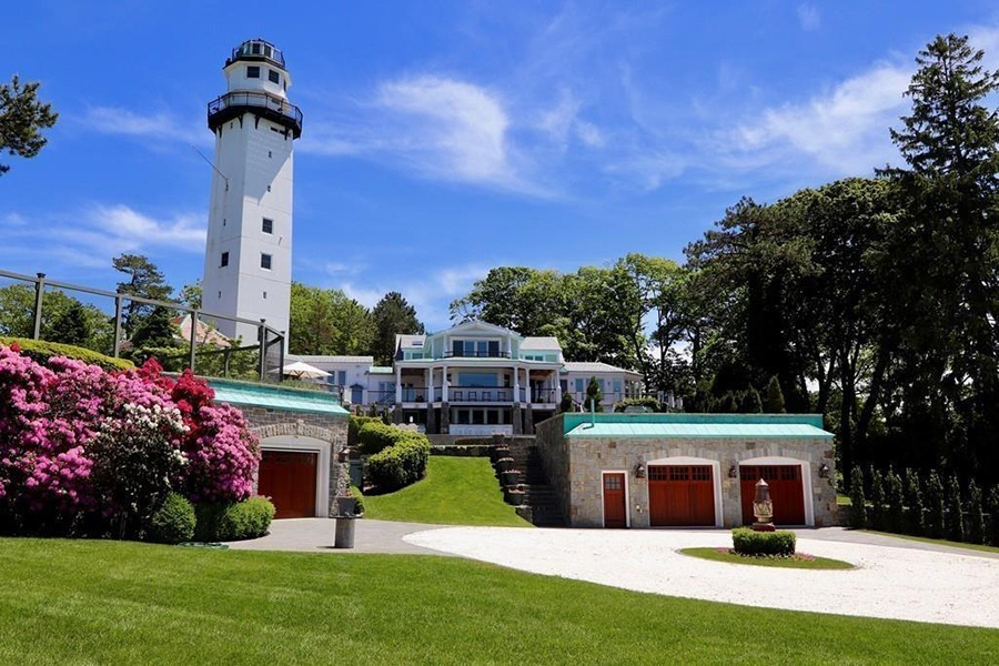 Manchester by the Sea home with watchtower