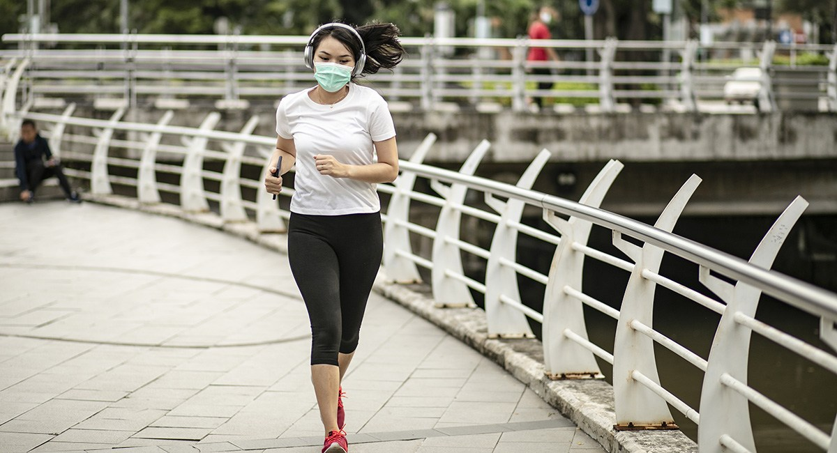 Here's Some Advice on Wearing a Face Mask While Running