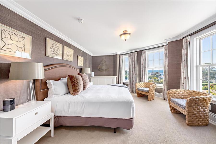 rhode island hotel suite 9