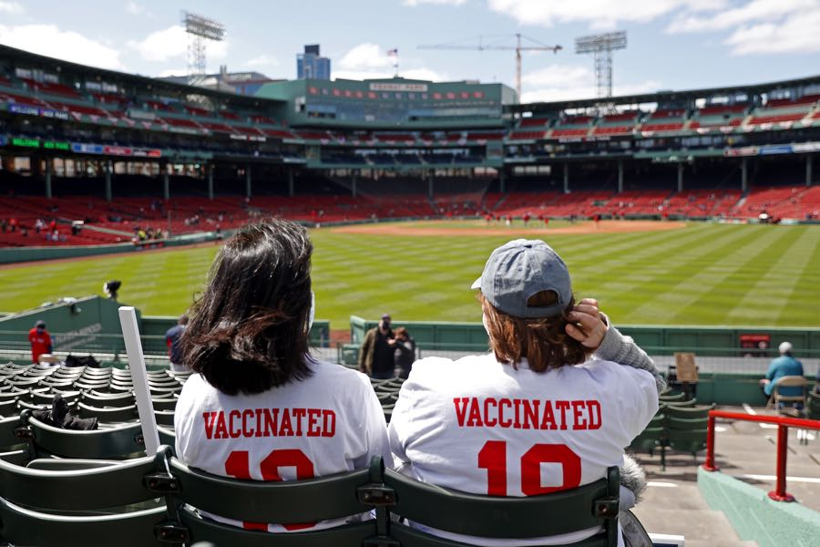 vaccinated fans at fenway park