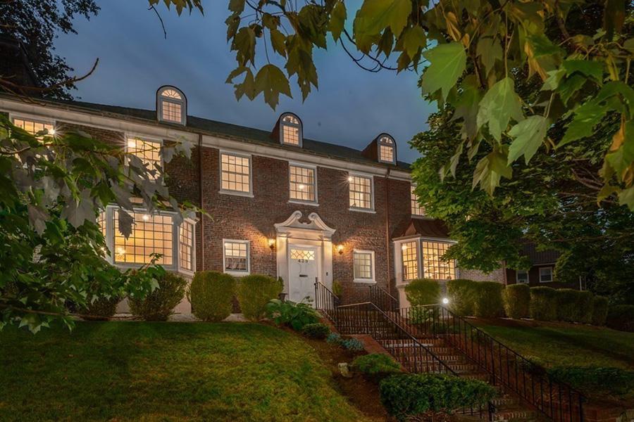 Georgian Brookline mansion 1