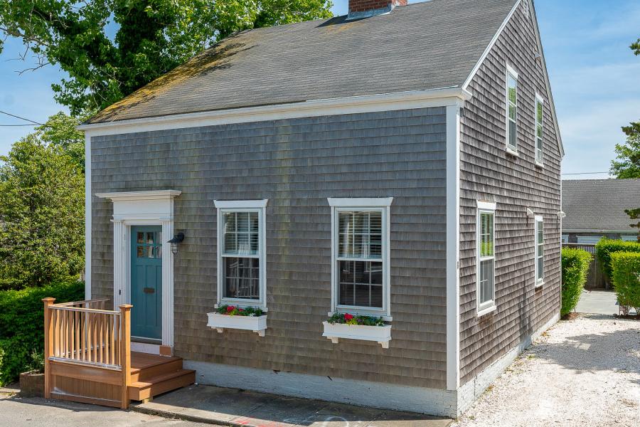 nantucket cottage 1