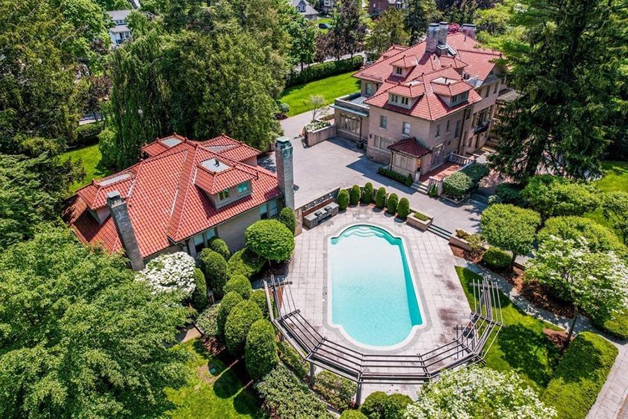 newton mansion 1