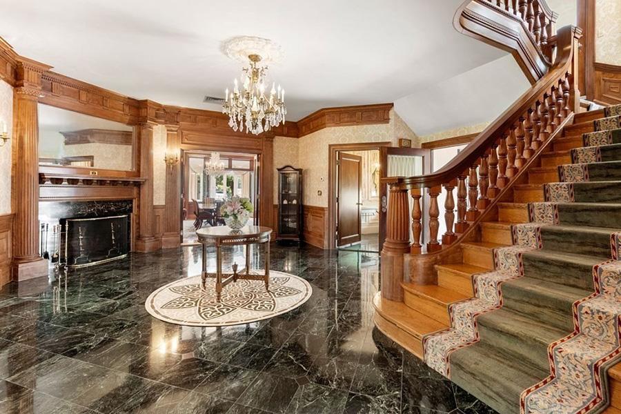 newton mansion 2