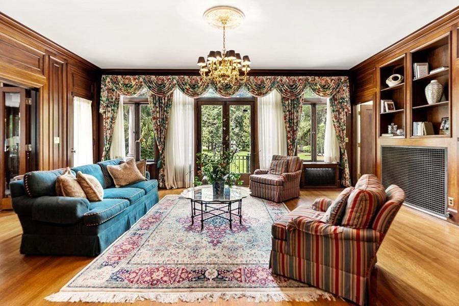 newton mansion 3