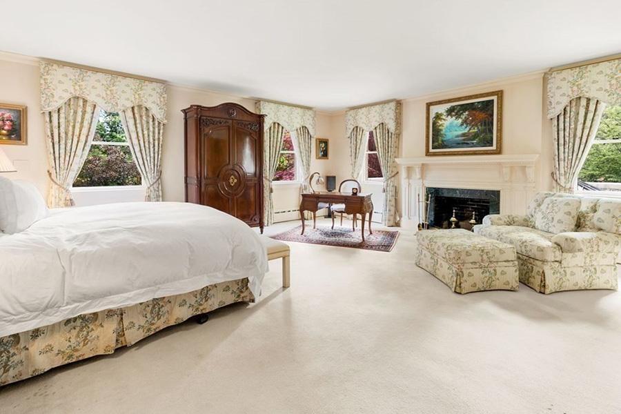 newton mansion 6