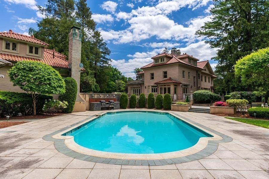 newton mansion 8