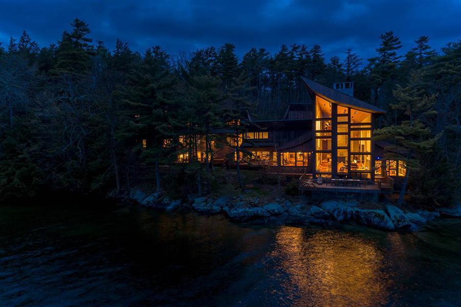 stunning lake house 1