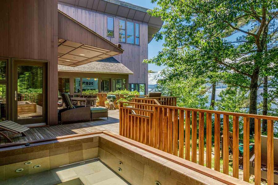 stunning lake house 9